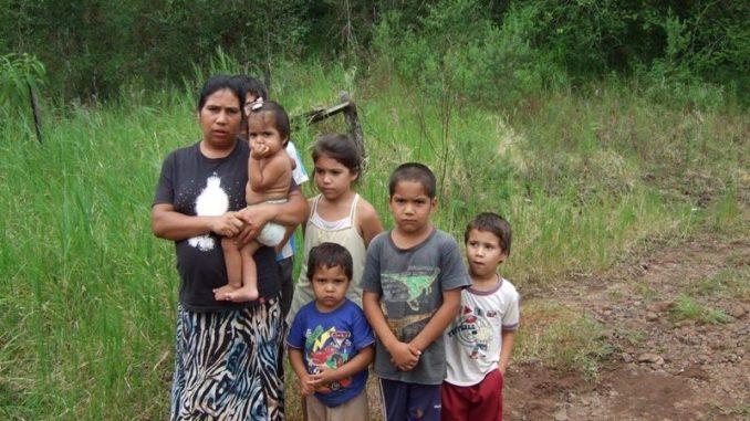 Resultado de imagen para pobreza mujer y cinco hijos